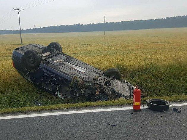 Nehoda osobního auta a autobusu u Chotěšova