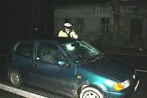 Sražený chodec skončil na předním skle VW Polo. Z nehody vyváznul bez viditelných poranění