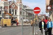Rekonstrukce divadelních teras komplikuje automobilovou i pěší dopravu