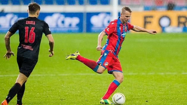 Ze současného kádru si jen 37letý obránce David Limberský pamatuje období, kdy na tom byli po podzimu fotbalisté Viktorie Plzeň hůř než letos. Bylo to v sezoně 2006/2007, po níž Limberský přestoupil do pražské Sparty.