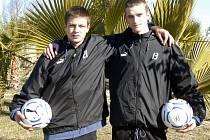 Fotbalový sen si prožili talentovaní mladíci Jakub Dvořák (vlevo) a Marek Bauer. V osmnácti letech absolvovali soustředění s prvoligovým týmem Viktorie Plzeň