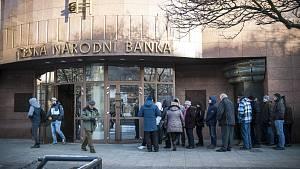 Fronta před Českou národní bankou