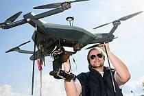 Představení dronů, které létají nad Plzní. Na snímku pilot Jan Šantora.