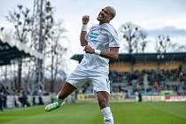 Francouzský útočník v plzeňských službách Jean-David Beauguel dvěma góly ve druhém poločase zlomil odpor fotbalistů Opavy, kde viktoriáni nakonec vyhráli 3:0.