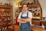 Goran Jozić v kavárně