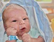 Jiří Stach se narodil 6. října v 6:02 mamince Lence a tatínkovi Jiřímu ze Spáleného Poříčí. Po příchodu na svět vážil bráška dvouleté Ludmilky 3700 gramů a měřil 49 cm
