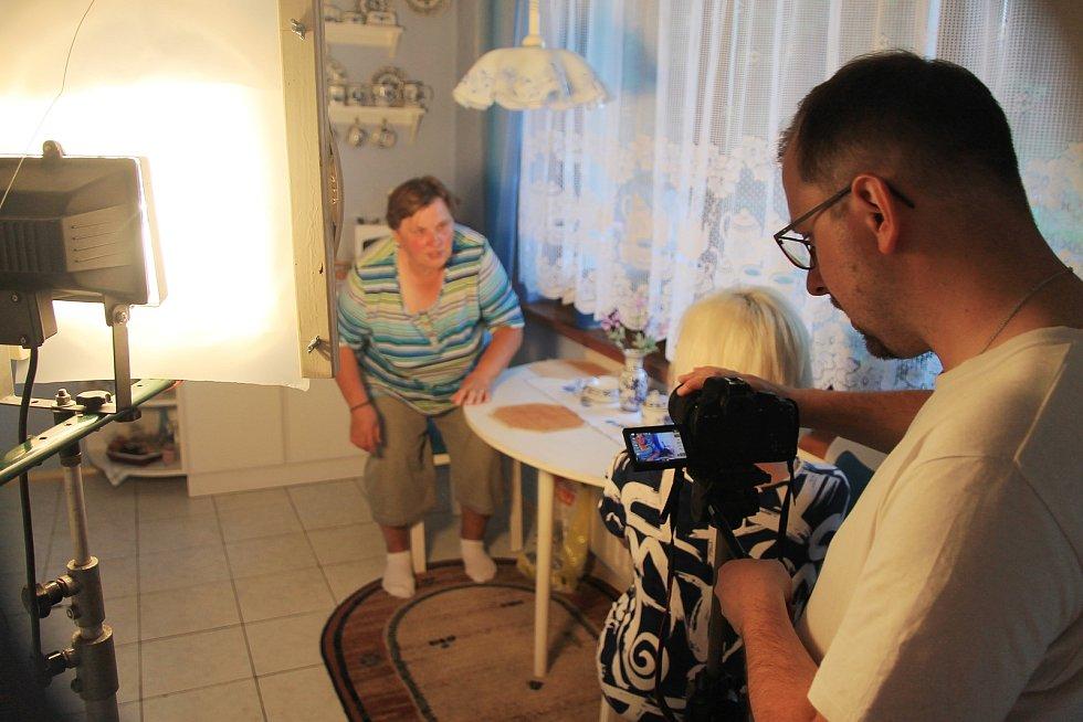 Nadšenci ze Žihle točí už třetí letní komedii. Na snímku Milada Sandnerová a Jiří Bláha.