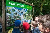 Ve sportovním a relaxačním areáluna Božkovském ostrově v Plzni vyrostla ptačí stezka.