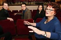 S profesorkou Nancy Hermiston a jejími svěřenci jsme si povídali v Divadle J. K. Tyla.