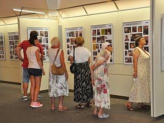 Výstava s názvem Svět na prknech Polanovy síně.