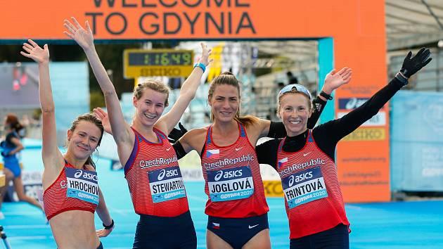 Zleva Tereza Hrochová, Moira Stewartová, Marcela Joglová a Vendula Frintová.
