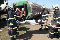 Cvičení IZS v železničním depu ve Starém Plzenci. Cvičení mělo prověřit připravenost záchranného systému na nehodu vlaku