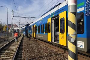 V Plzni vykolejil vlak, projel návěstidlo zakazující jízdu