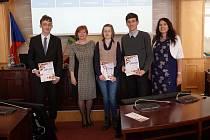 Na Krajském úřadě Plzeňského kraje se ve středu uskutečnil vědomostní kvíz 28 studentů západočeských gymnázií