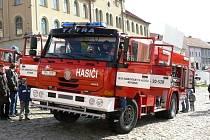 Nový vůz téměř za šest milionů korun patří nyní nepomuckým hasičům