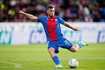 TAKHLE PÁLIL plzeňský fotbalista Pavel Bucha v nedělním ligovém zápase se Slováckem (2:1), branku ale nedal. Snad si schoval nějaký gól na pohárový zápas s velšským The New Saints.