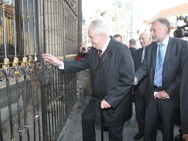 Prezident Miloš Zeman u andělíčka