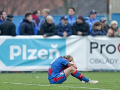 Zklamaný kapitán Viktorie U19 Pavel Šulc po prohraném zápase s Realem Madrid. Nyní musel přijmout také porážku na půdě Dukly.