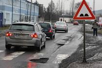 Výmoly v Jateční ulici v Plzni