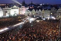 Ceremoniál otevírající kulturní rok zaplnil náměstí Republiky tisíci nadšených Plzeňanů. Zakončení tak okázalé nebude