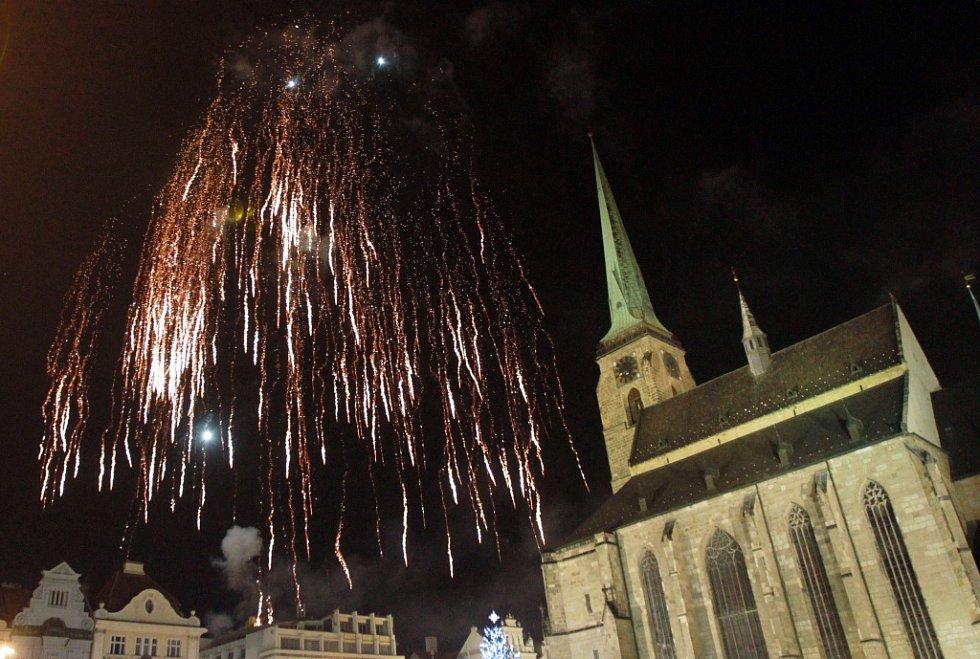 Novoroční ohňostroj nad náměstím Republiky