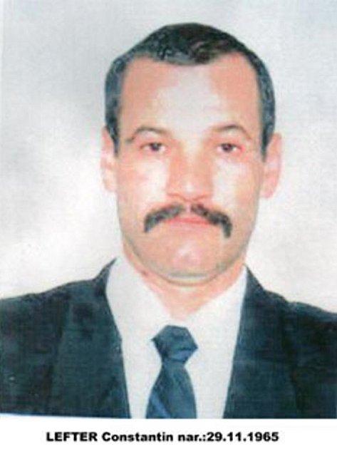 Moldavan Lefter Constatin který byl odsouzen za vraždu svého krajana a policie po od září 2004 pátrá, je střední postavy, vysoký 175 až 178 centimetrů. Má rovné černé vlasy. V době, kdy byla pořízena fotografie, nosil knír