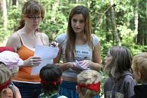 Dobrodružství dětských táborů si mohou děti užít, přestože večer přespí doma, a ne v kempu nebo pod stanem
