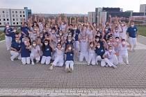 dravotníci FN Plzeň společně tančí na internetovou výzvu