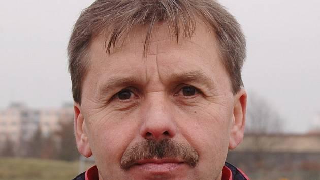 Trenér Josef Dobrý přivedl fotbalistky Viktorie Plzeň po jedenapůlletém působení u družstva na čtvrté místo v nejvyšší soutěži. Stal se i koučem reprezentace ČR do 19 let