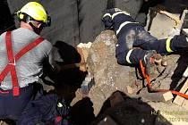 Mezi loňské mimořádné zásahy zdravotnických záchranářů z Plzeňska patřily záchrana muže pod balvanem, záchrana vodáka unášeného řekou či výjezd k pádu malého letadla.