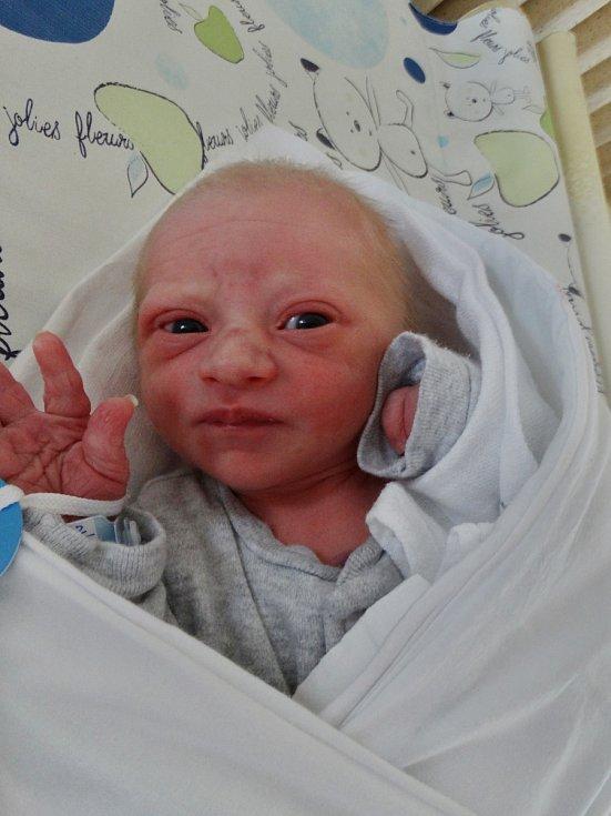 Jaroslav Martínek se narodil 1. června ve 3:55 mamince Martině z Plzně. Po příchodu na svět v plzeňské porodnici U Mulačů vážil prvorozený synek 2550 gramů a měřil 49 centimetrů.