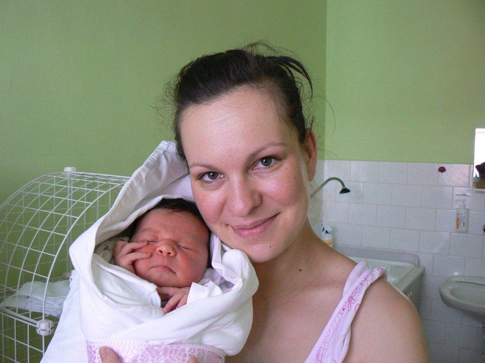 Anna Emília Šmucerová (3,45 kg, 51 cm) zPlzně se narodila 30. 4. v16:23 hod. vMulačově nemocnici. Na nového člena rodiny se těšili rodiče Anna Šmucerová Bubrlová a Bernard Šmucer a také sestra Karolínka (9 let)