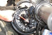 Smrtí motorkáře skončila nedělní srážka motorky s autobusem na křižovatce ulic Klatovská a Kaplířova