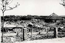 Zničená Jateční ulice.