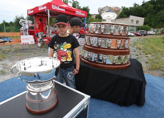 Poháry Davis cupu a Fed cupu byly k vidění v Plzni na Roudné