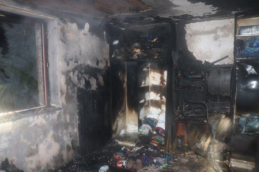 Následky požáru domu v Bezdružicích