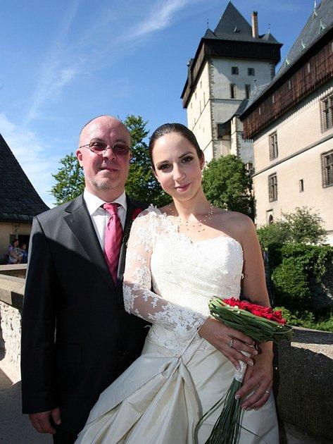 Novomanželé Veronika a Jiří Šnebergerovi po svatbě.