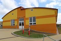 Nová dostavba pro třídy mateřské školy a prvního stupně.