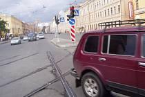 Typický výjev v ruské metropoli Peterburku. Čím blíže centru města, tím méně tramvajových kolejí. Guvernátorství v Peterburku spoléhá, že střed města obslouží dopravně především metro. Na jeho obnově se bude podílet i plzeňská Škoda Transportation.