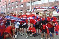 Fanoušci FC Viktoria Plzeň u pražského Edenu