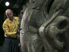 Jan Holík jako sluha Dona Juana Sganarel. S Juanem Martina Stránského, k němuž kdysi vzhlížel, jsou v nejnovější činoherní inscenaci DJKT parťáky, jež to spolu baví