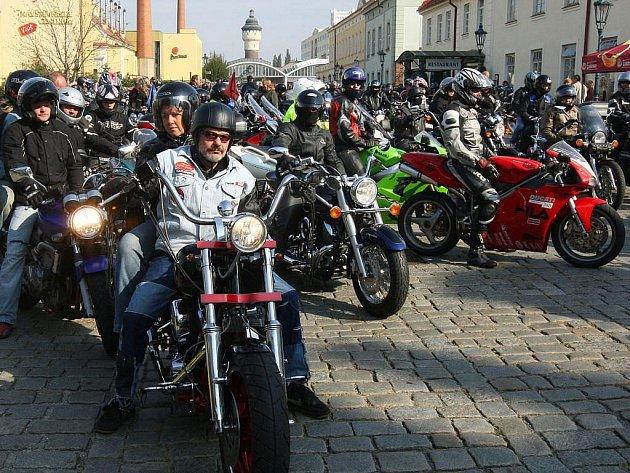 V Plzni odstartovala spanilá jízda motorek