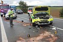 Ve voze rychlé záchranné služby byla zraněna spolujezdkyně