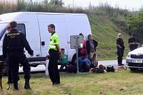 Zadržená dodávka, v níž se tísnilo celkem 31 uprchlíků z Iráku.