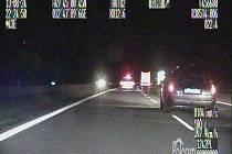Cizinec, který znásilňoval prostitutky, ujížděl policii 80 km. Nakonec byl dopaden