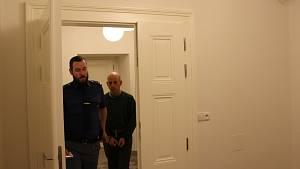József Barthus, který vloni v říjnu zbil svého spolubydlícího paličkou na maso a vyhrožoval mu zabitím za pomocí meče nebo pistole.
