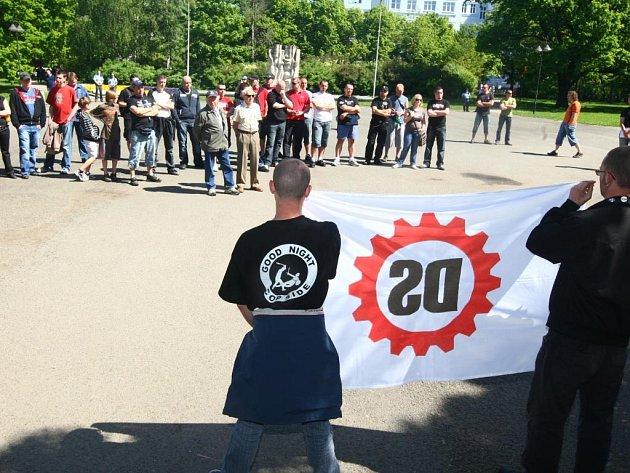 Setkání Dělnické strany na náměstí Míru v Plzni