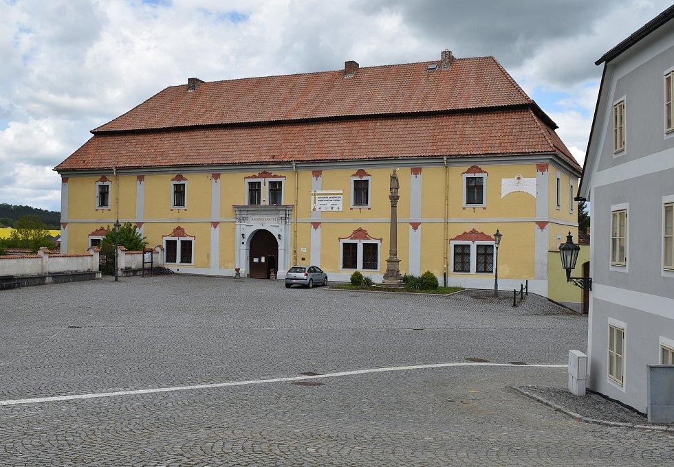 Budova Svatojánského muzea v Nepomuku.