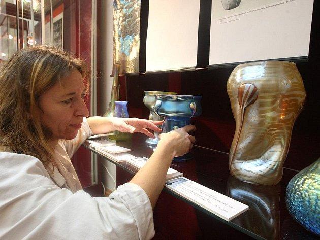 Secesní vázy jsou od včerejška k vidění v Západočeském muzeu v Plzni