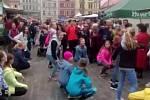 Tanečníci na farmářských trzích.